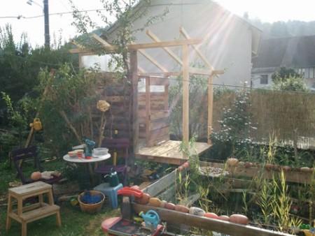 Construire une cabane d'enfant sur pilotis par Kameleon Factory