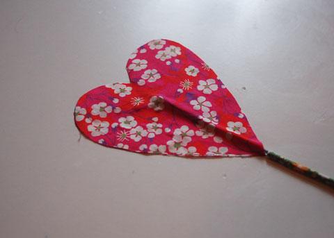 faire un bouquet de coeur en tissu Kameleon Factory