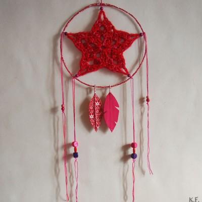 Dreamcatcher / attrapeur de rêve rouge et rose fait main par Kameleon Factory