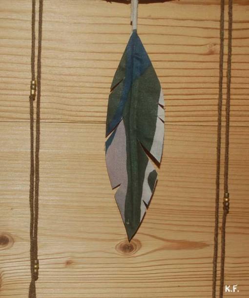 Attrapeur de rêve Kaki or détail plume en coton