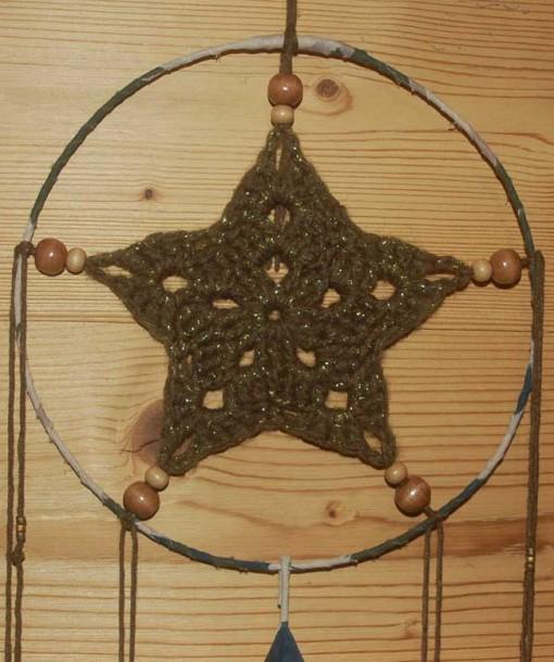 Attrapeur de rêve kaki or détail étoile crochet