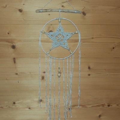 Attrapeur de rêve blanc strass au crochet et bois flotté