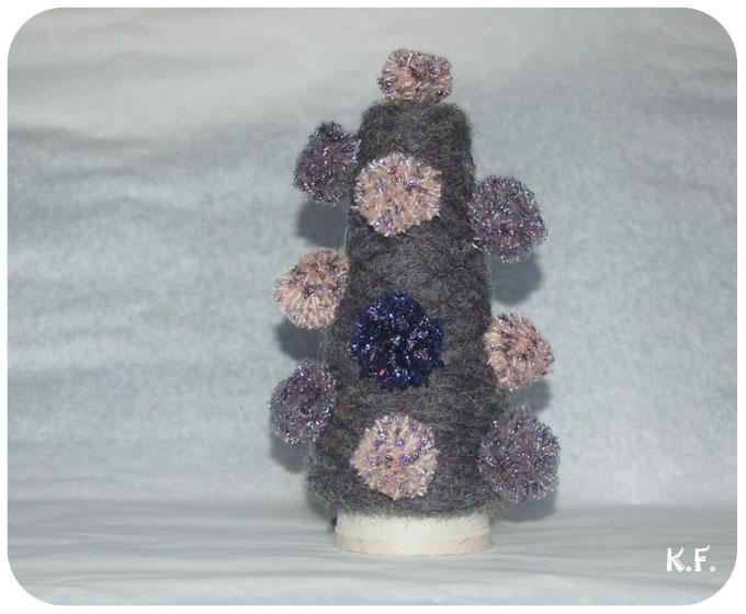 décoration avec des pompons à la fourchette