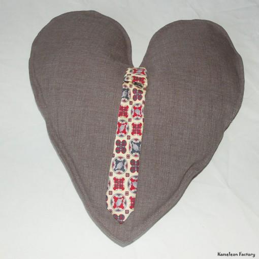 Coussin coeur cravate face