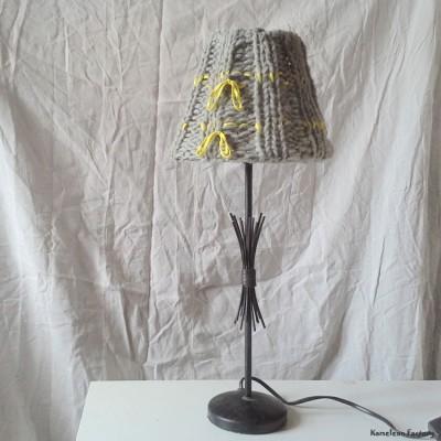 Pied de lampe métal avec abat-jour en tricot