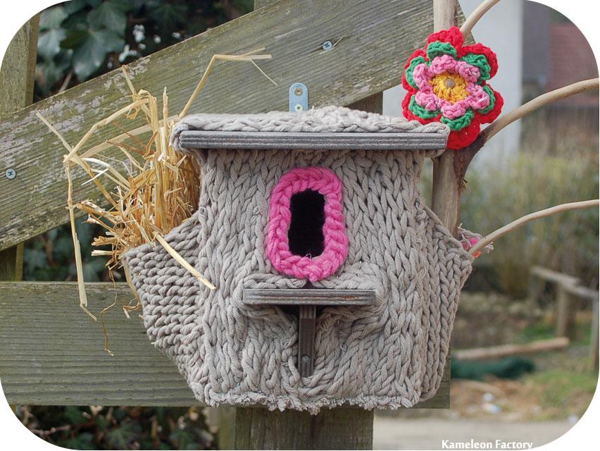 Nid d'oiseaux et yarn bombing par Kameleon Factory
