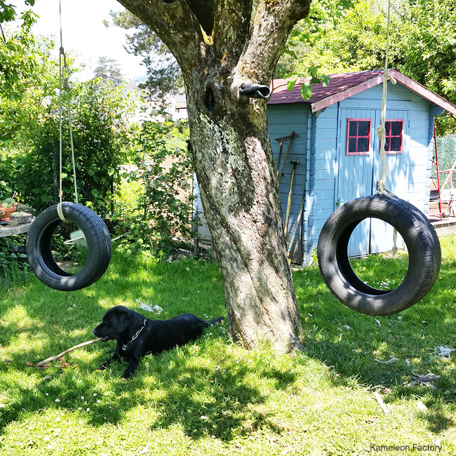 Balan oire upcycling avec des pneus for Balancoire pour petit jardin