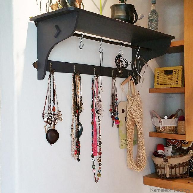 étagère présentoire à collier