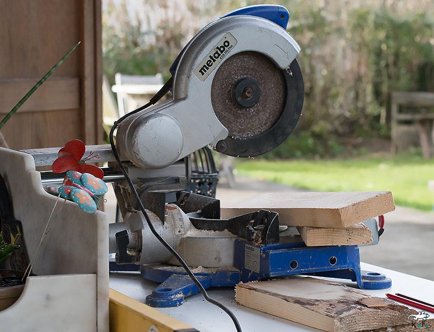 scie à bois pour mangeoire