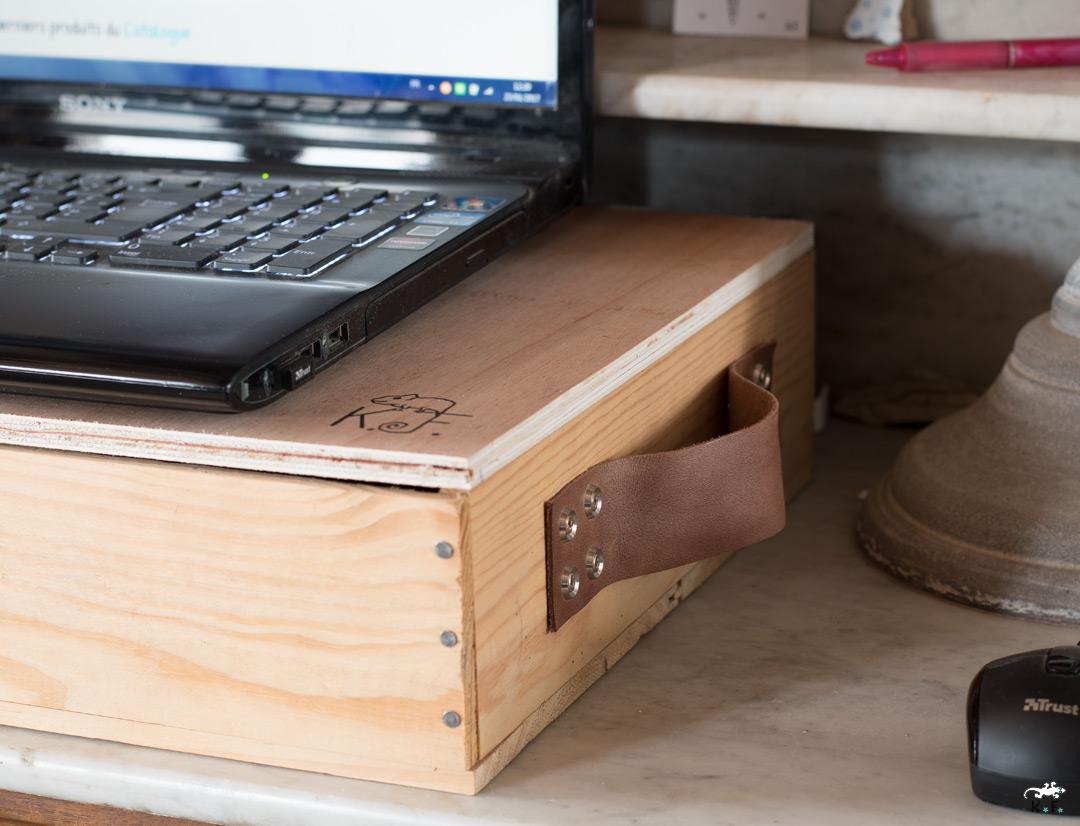 bureau nomade un diy upcycling avec une caisse en bois. Black Bedroom Furniture Sets. Home Design Ideas