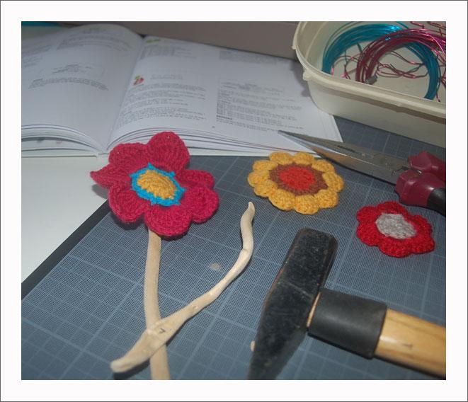 Bouquet de fleur au crochet et bois flotté Kameleon Factory