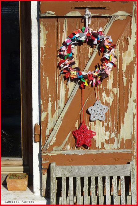 Couronne de Noël noeuds sur un volet