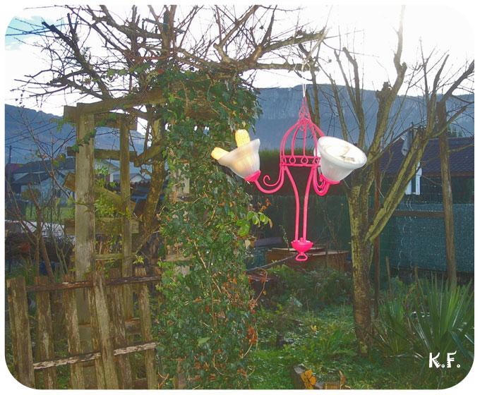 Détourner un lustre pour les oiseaux du jardin