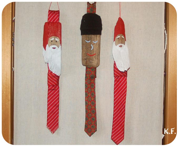 Père Noël et personnage en bois flotté et cravate