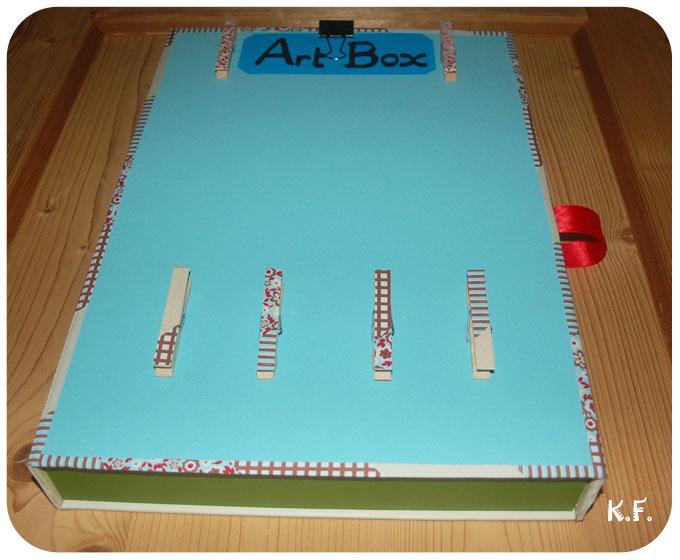 boîte avec pince à linge pour dessin