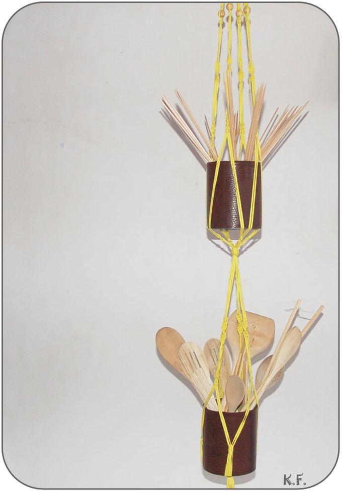 suspension macramé et ustensils de cuisine