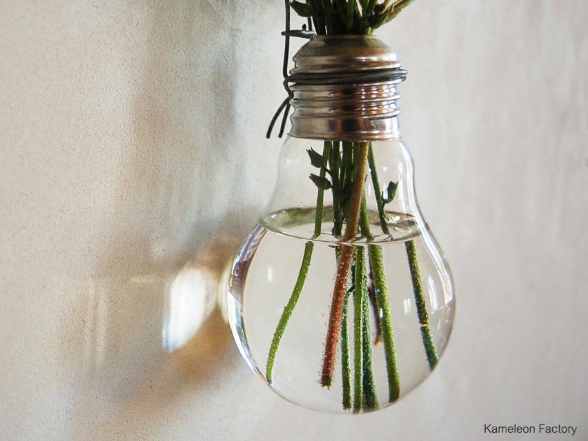 détail ampoule transformée en vase
