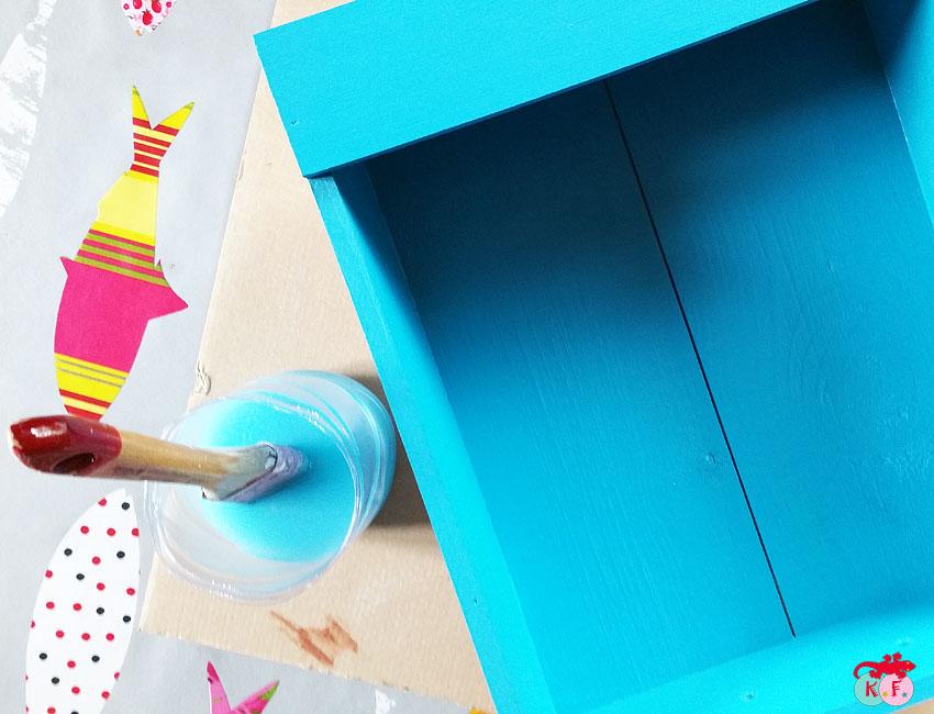 Peindre une caisse à vin en bois