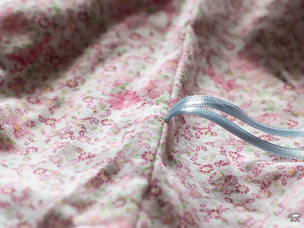 positionner le ruban de taille de la robe chasuble