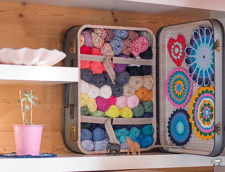 ranger les laines dans une valise étagère