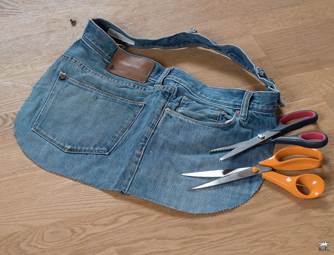 tablier fait main avec le recyclage d'un jean