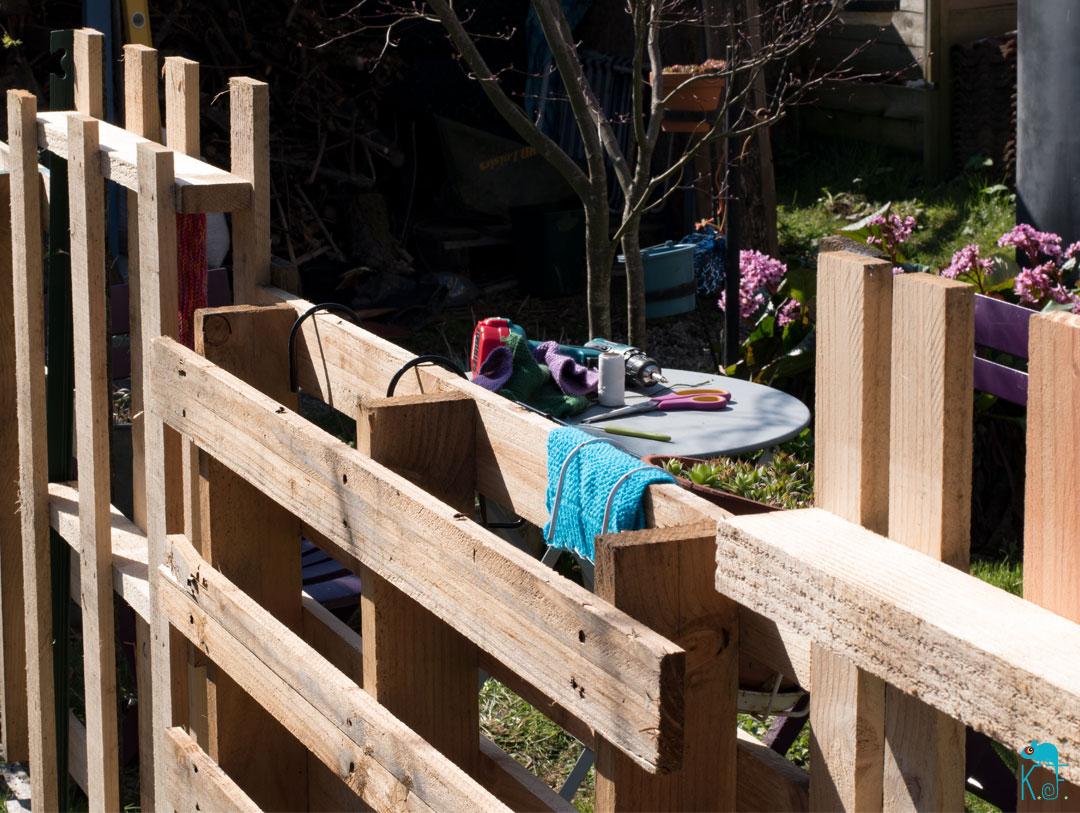 clôture bohéme en palette de bois